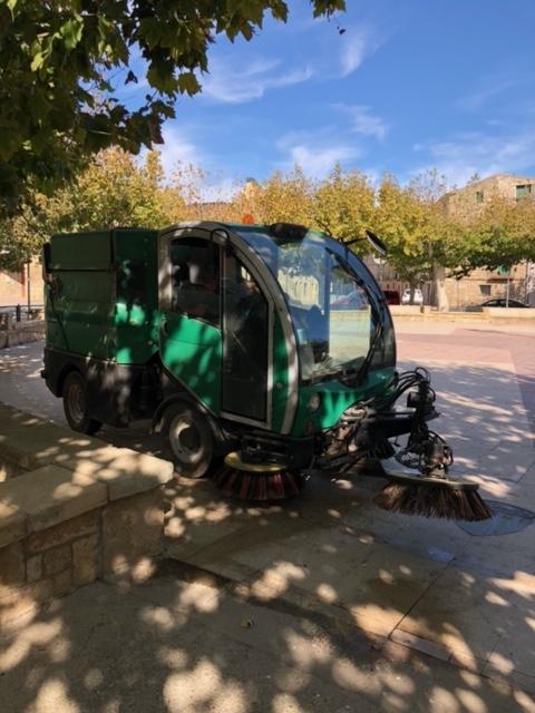 Carrers ben nets amb la nova màquina netejadora. - Ajuntament de Llardecans